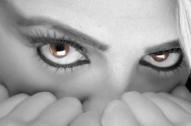 美人を怖いと感じる人の心理とは|プライドが高く冷たいと感じてしまう
