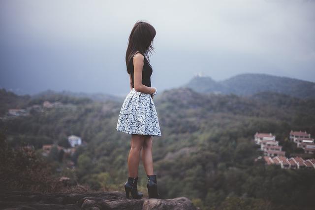 美人が孤立しやすい3つの理由とは|人知れず孤独に抱える悩み